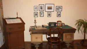 Tolstoy- Writing Desk